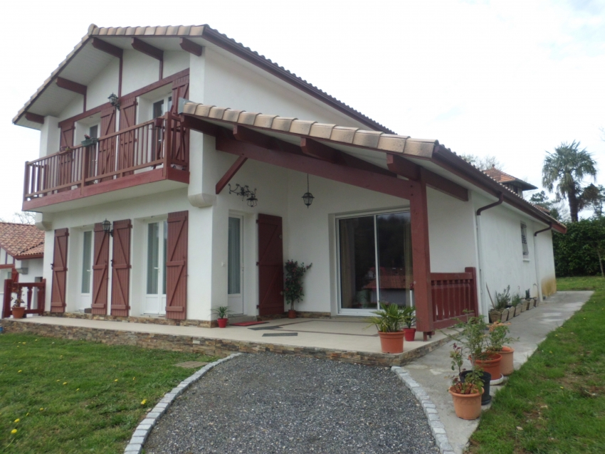 Villa Basque Montagne Oc�an � Cambo